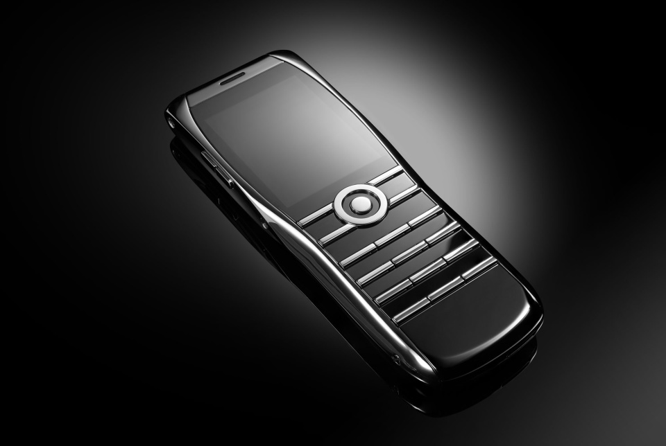 Xor Titanium luxury Dumbphone comes with end to end encryption security