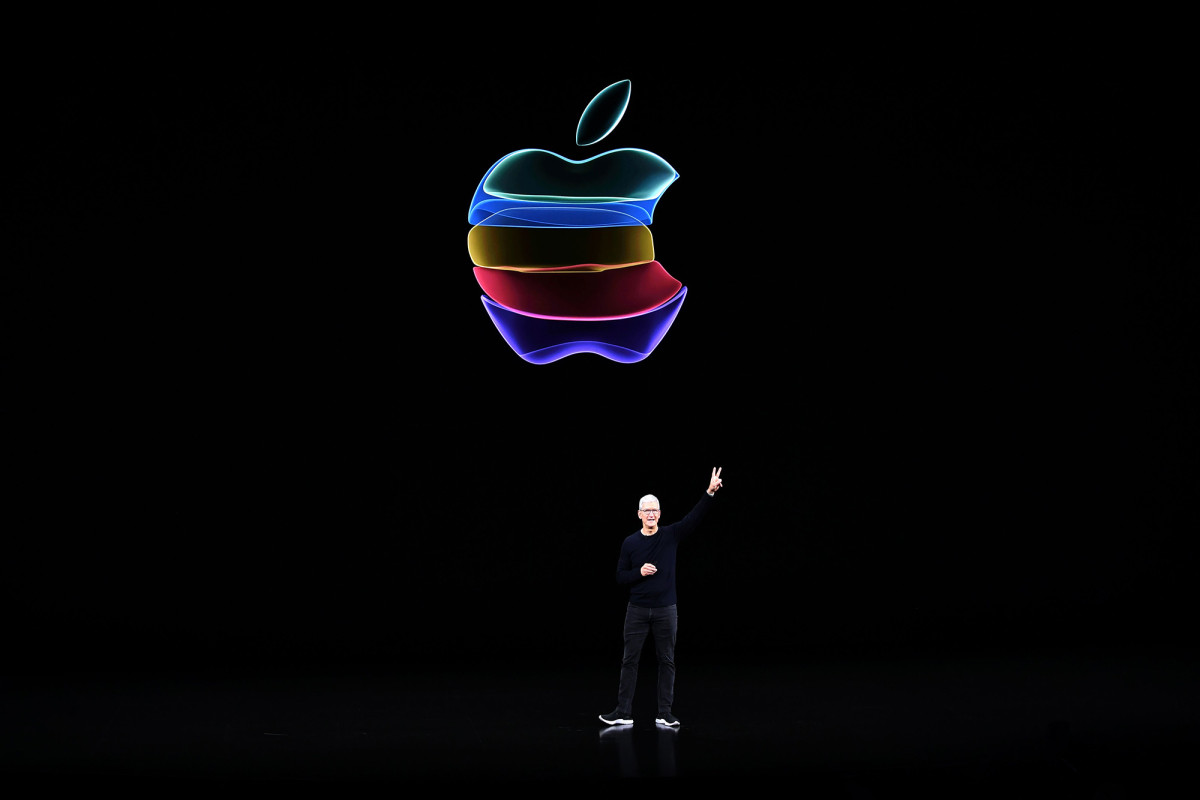 Apple is refocusing on production of a passenger vehicle by 2024